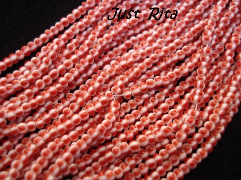 Streng Vintage rocailles 11/0 / Strand Vintage seed beads 11/0