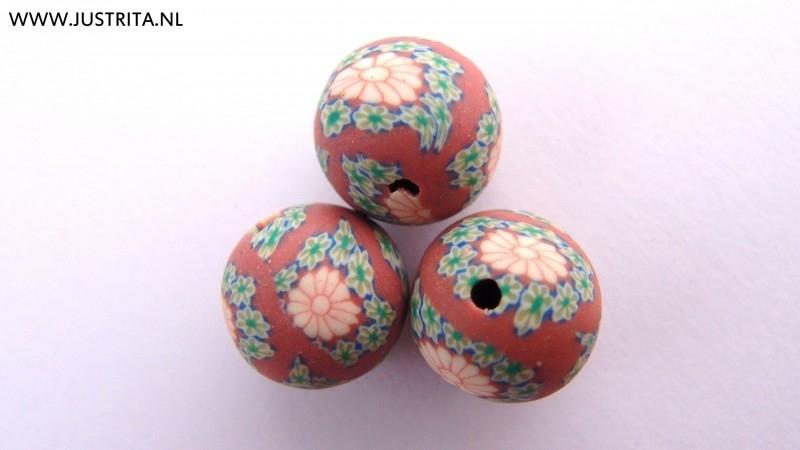 Handgemaakte Fimo kraal bruin met bloem 12mm (10 stuks)