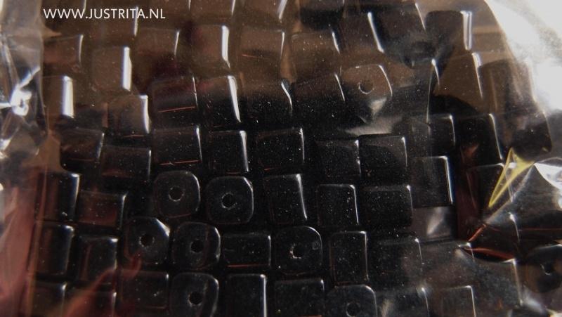 zakje kubus glaskralen zwart