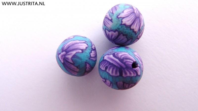 Handgemaakte Fimo kraal turquoise met paarse bloem 10mm (10 stuks)