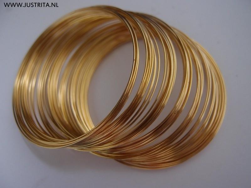 Memory wire  5.5 cm goudkleurig.