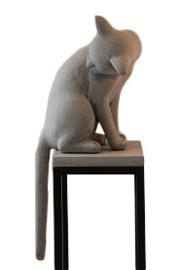 kat grijs zittend decoratie
