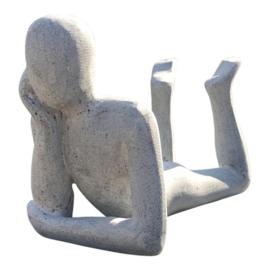 Sculptuur man zandsteen liggend voor binnen en buiten