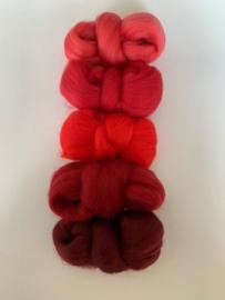 Merinowol kleur set: Rood 5 x  ongeveer 10 gram merinowol 20-21 micron Kleur nrs. 109-121-148-153-154