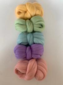 Merinowol kleur set: Pastel 5 x  ongeveer 10 gram merinowol 20-21 micron. Kleur nummers: 103-114-127-130-133