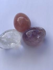 AA kwaliteit: Gouden driehoek fijn geslepen 5 x3cm: Amethist, bergkristal en rozenkwarts, nummer 2