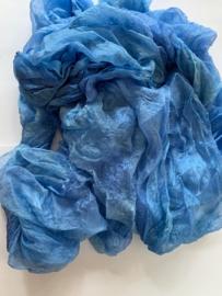 Margilan / kaas kant zijde / Oezbekistan zijde, nummer 41 blauw tinten zelf geverfd 90 breed prijs per meter € 7,50
