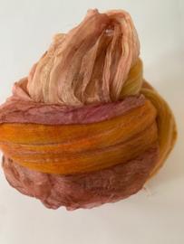 Shawl pakket margilan nummer 27 zacht rosé oker koper goud: 2,5 meter zelfgerfde wol met 50% zijde, zelfgeverfde 250x 45 cm magilan zijde
