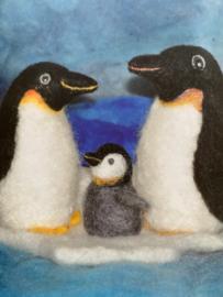 Naaldvilt pakket pinguïn, inhoud wol en 2 viltnaalden beschrijving in het Duits. Extra benodigdheden zie beschrijving
