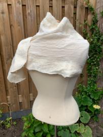 Kaasdoek shawl pakket ecru | 160X25 cm kaasdoek | 50 gram wol met 50% zijde | 40 cm tussah zijde | 5 gram zijde waste | 15 gram wendleydale krullen