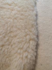 Teddy/ pluche stof bovenlaag 100% wol, onderlaag 100% katoen, 100 x 190cm  500 g/m per meter