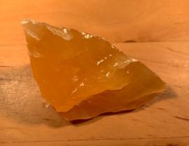 Oranje calciet ruw, nummer 2 , 38 gram
