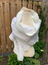 Zijde shawl pakket  ecru: 250 x 45 cm margilan | 60 gram wol met 50% zijde | 40 cm zijdelont | 2,5 gram zijde waste