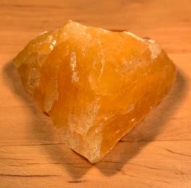 Oranje calciet ruw, nummer 4, 68 gram