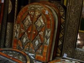 ``VERKOCHT`` luxe spiegel met beenderen en deur 2