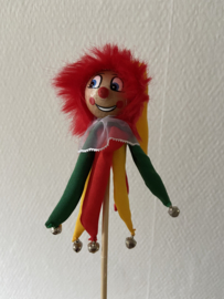 clown nar op stok rood geel groen 48 cm luxe