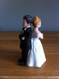 bruidskoppel bruidegom tegen elkaar