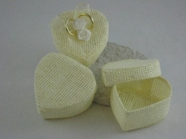 hart vorm doosje met deksel kleur ivoor prijs per stuk