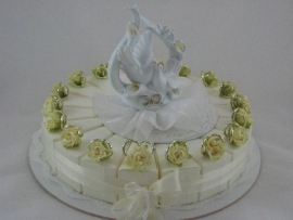 geel roosje trouwringen taart