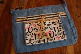 vrolijke tas kleur  blauw i love you