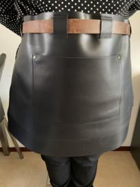Sloof schort leder kort kleur zwart