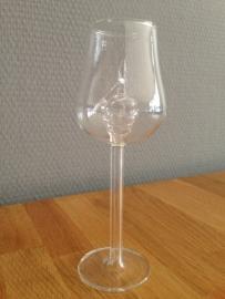 wijnglas met glazen druiven