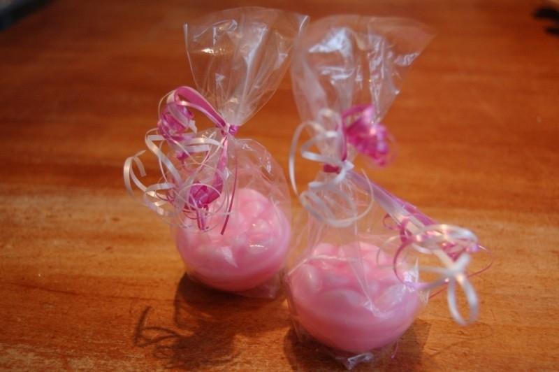 beschuit kaarsen roze verpakt met lint compleet.
