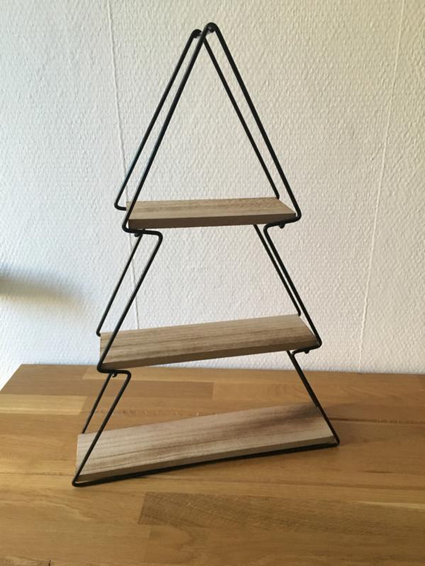 Kerstboom van metaal met houten planken