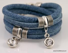 Handgemaakte leren armband jeansblauw met swarovski hangers