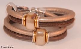 Handgemaakte leren armband bruin en oud zilver met keramiek