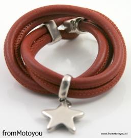 Stars on Colourz cognac leren armband met ster bedel