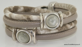 Handgemaakte leren armband donkerbeige en beige/wit snake leer