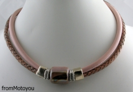 Handgemaakte ketting en armband twee banden roze leer met keramiek