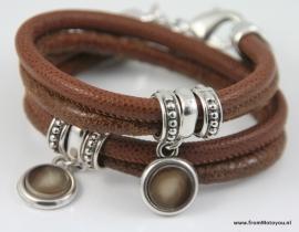 Handgemaakte leren armband cognac kleur leer met hangers