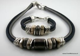 Handgemaakte ketting en armband antracietgrijs snake en antraciet leer met keramiek