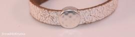 Handgemaakte leren jongens armband wit leer met ronde metalen schuiver