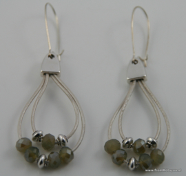 Oorbellen van leer groen en zilver