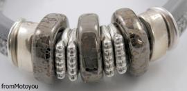 Handgemaakte dames armband leer licht grijs en snake grijs