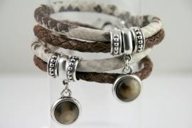 Handgemaakte leren armband bruin gevlochten leer en bruin/wit snakeprint leer met hanger