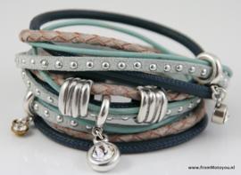 Handgemaakte leren armband licht en donkerblauw diverse bandjes