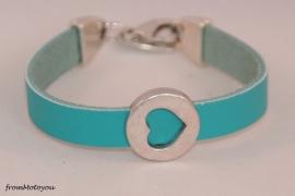 Handgemaakte leren meisjes armband turquoise leer met hart