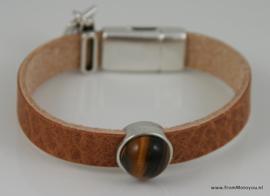 Leren armband cognackleur met metalen schuiver en tijgeroog