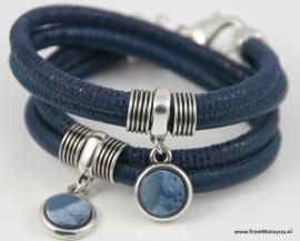 Handgemaakte leren armband blauw snake leer en blauw leer met hangers