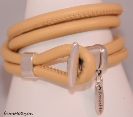 Stars on Colourz vanille leren armband met ster bedel