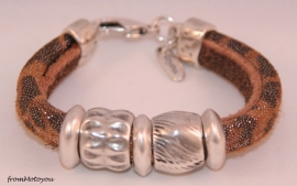 Handgemaakte dames armband twee banden leer snake bruin glitter