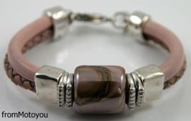Handgemaakte dames armband twee banden roze leer met keramiek