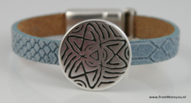 Leren armband lichtblauw met metalen schuiver en polaris