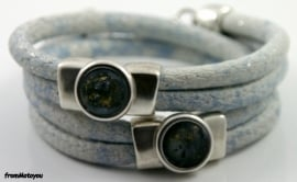 Handgemaakte leren armband lichtblauw wit snake