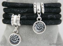 Handgemaakte leren armband zwart wit leer met hangers