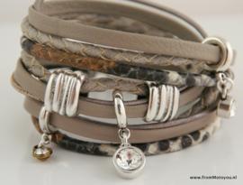 Handgemaakte leren armband beige grijs diverse bandjes